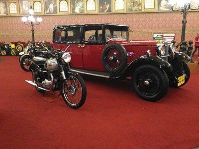 Paket Wisata Bromo Malang 3 Hari 2 Malam Mobil Unik dan Antik di Museum Angkut