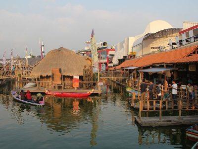 Paket Wisata Bromo Malang 3 Hari 2 Malam Pasar Apung yang ada di Museum Angkut