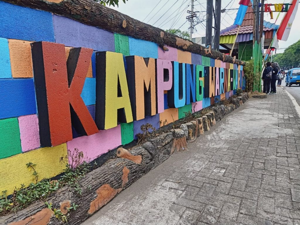 Tempat Wisata di Malang - Kampung Warna Warni Jodipan