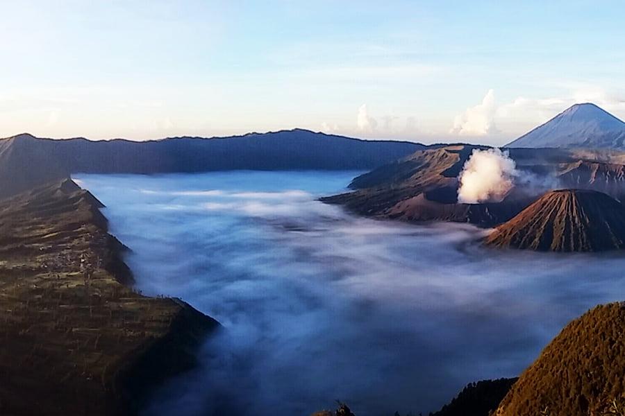 Pemandangan Matahari Terbit di Gunung Bromo