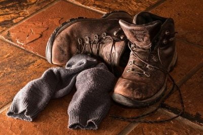 Sepatu dan Kaos kaki