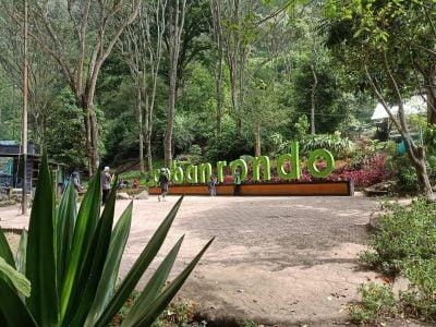 Taman depan Coban Rondo