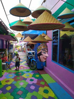Info wisata dan wahana di Kampung Warna Warni Jodipan Malang image 1