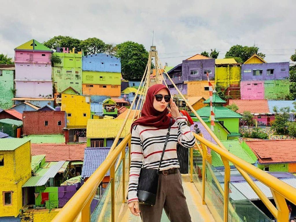 Info wisata dan wahana di Kampung Warna Warni Jodipan Malang image 10