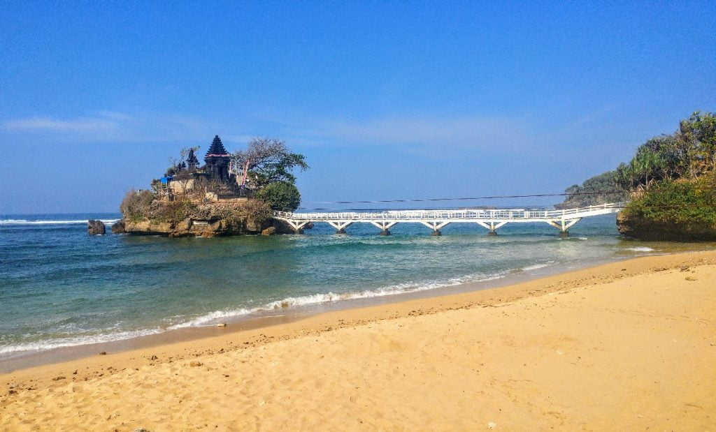 Info wisata dan wahana di Pantai Balekambang Malang image 10