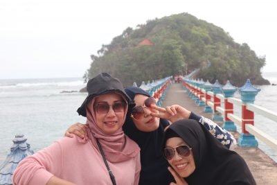 Info wisata dan wahana di Pantai Balekambang Malang image 2